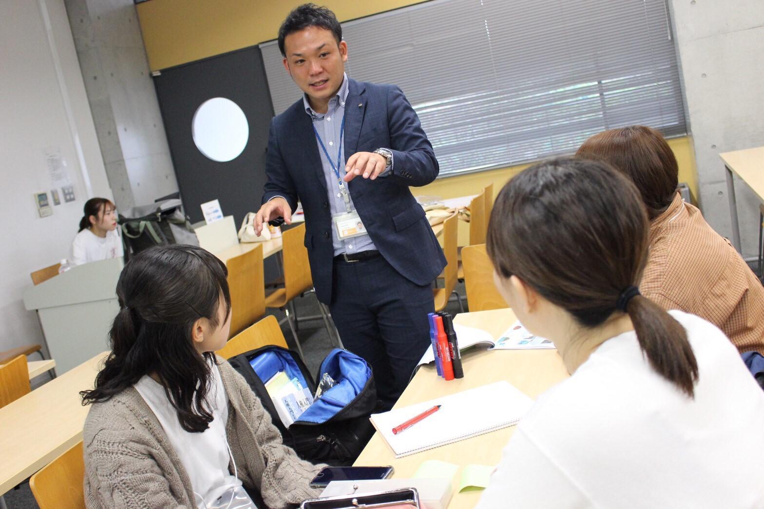 Learning Assistant Programでリーダーシップ・コミュニケーション能力向上=淑徳大学が株式会社エイチ・アイ・エス様と連携、9割の経営学部生が受講