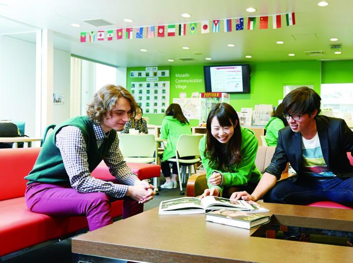 【武蔵大学】楽しみながら外国語を使う、異文化コミュニケーション体験スペース「Musashi Communication Village(MCV)」