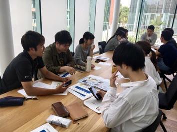 「タウンページ」の特集記事を企画・取材 ~学生目線で大阪の魅力を発信~