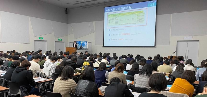 今年度初めての受験生対象の対面イベント 「入試合格対策講座&説明会・相談会」を開催 -- 近畿大学