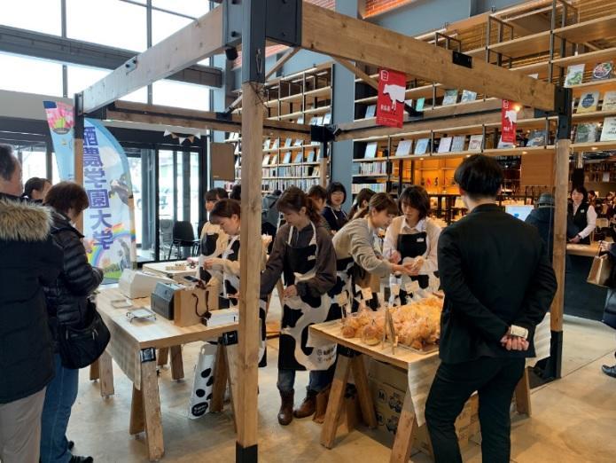 酪農学園大学の学生が江別市のパン屋および江別蔦屋書店と連携してコラボパンを販売